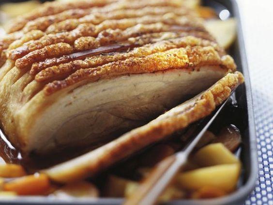 Schweinebraten mit Kruste ist ein Rezept mit frischen Zutaten aus der Kategorie Schwein. Probieren Sie dieses und weitere Rezepte von EAT SMARTER!