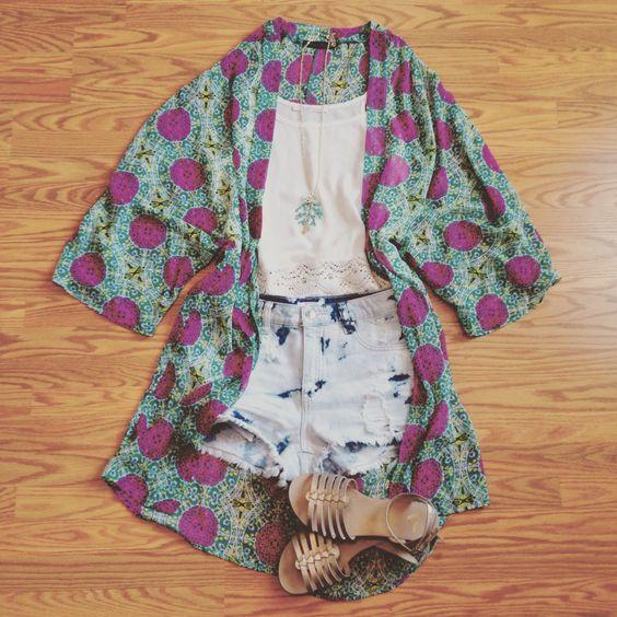 #kimonocardigan #highwaisteddenim #boho #festival www?somethingchicboutique?com