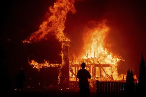 Fast Moving Wildfire Ravages Paradise Calif A Fast Moving Fast Moving Wildfire Ravages Paradise C California Wildfires California Towns California History