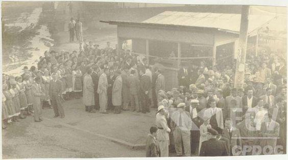 Em agost/1952, Visita ao restaurante do Serviço de Alimentação da Previdência Social (SAPS) no Rio de Janeiro (DF) e à 1º barraca do Serviço em São…