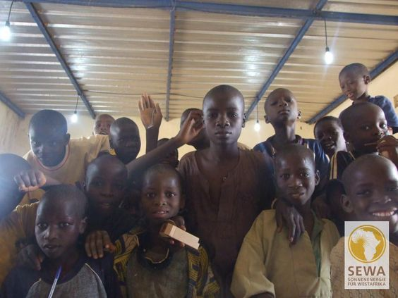 Kinder im Klassenzimmer | solar-afrika.de
