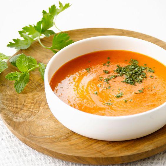 Soupe d'endives et tomates/Ingrédients pour 4 personnes/8 endives,2 tomates 60 cl de bouillon de volaille,  20 cl de crème liquide,1 cc de curry en poudre, sel, poivre. (voir le site pour + d'infos)