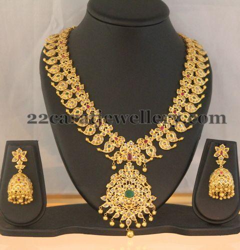 Fascinating 22 carat gold floral design intricate latest uncut