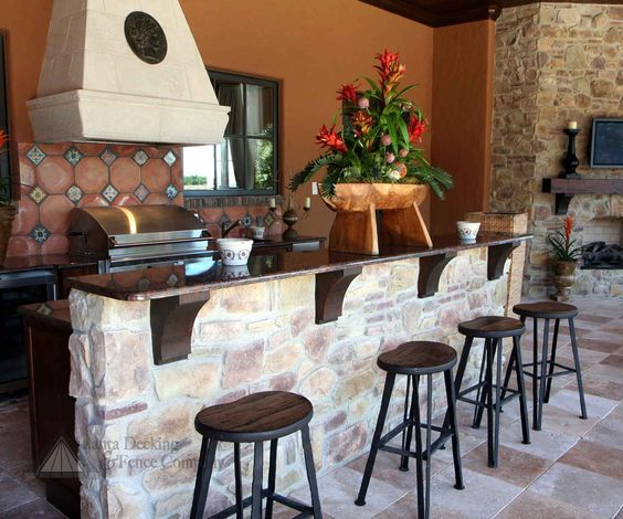 Lovely, southwestern-vibe outdoor kitchen and bar.