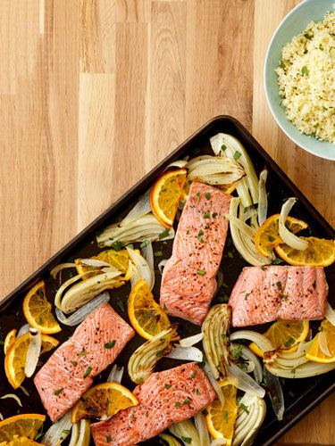 Roasted salmon fillets with fennel and oranges