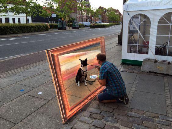 In Horsens, einem dänischem Hafenstädtchen, sollten wir eine Hafen-Szene malen. Es wurde erst mal ein Hund daraus!