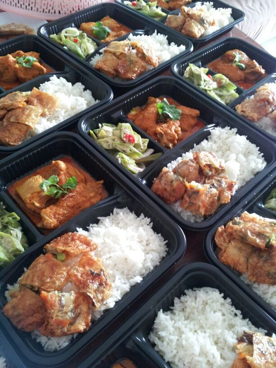 Curry kapitan, vegetarian rolls and fried okra