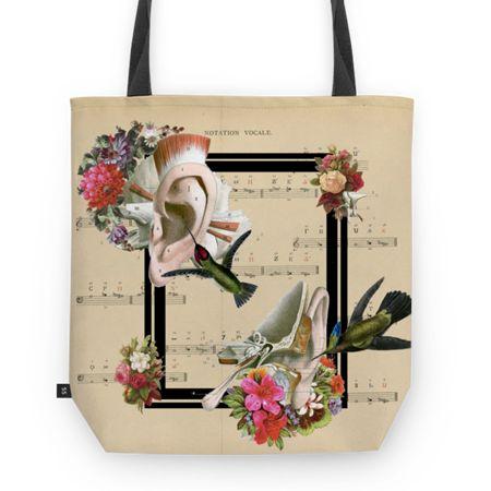 Bolsa Sweet Little Song de @lagostadesregrada | Colab55 #colagem #partitura #floral #music #amor #vintage #musica #beijaflor #love #anatomia #totebag #flores #Hummingbird