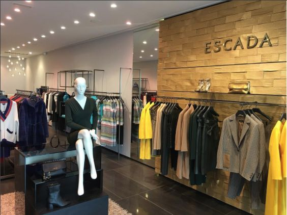ESCADA: Preciosa boutique realizada por @delatorregroup para la firma ESCADA ... Símbolo de elegancia .  _____________________________ ESCADA: Pretty boutique made by @delatorregroup for ESCADA ... ELEGANCE SYMBOL.