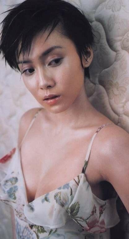 中谷美紀ショートカットで美しいデコルテ魅せる画像