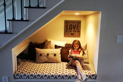 DIY reading nook for that wasted space underneath the stairs -- I would love to take on this project to encourage my kiddos to read more throughout the week. Such a great idea for added living space!