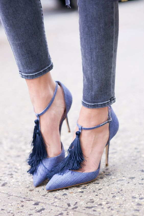 We are crushing on Manolo Blahnik shoes in blue.