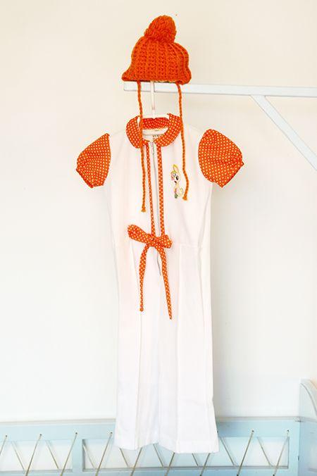 Vintage broekpak uit onze collectie voor studiosessies www.myrakel.be/outfitskids maat 92 wit-oranje broekpak