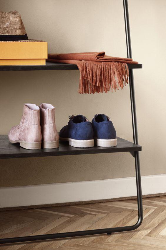 Louie Ist Mehr Als Nur Eine Aufbewahrung Fur Schuhe Regal Aufbewahrung Schuhe Regal Dekorationen