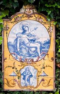Do Tempo da Outra Senhora: Nossa Senhora no Azulejo Português -  Nossa Senhora das Dores, Nossa Senhora da Ascensão (1º quartel do Século XIX). Painel de azulejos (92 x 56 cm). Colecção Berardo.