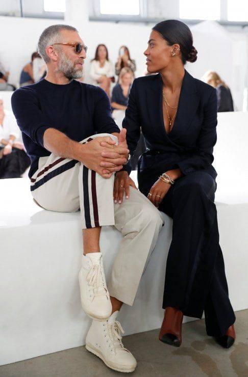 separation shoes b32ee 00aee Vincent Cassel e Tina Kunakey ospiti alla fashion week ...