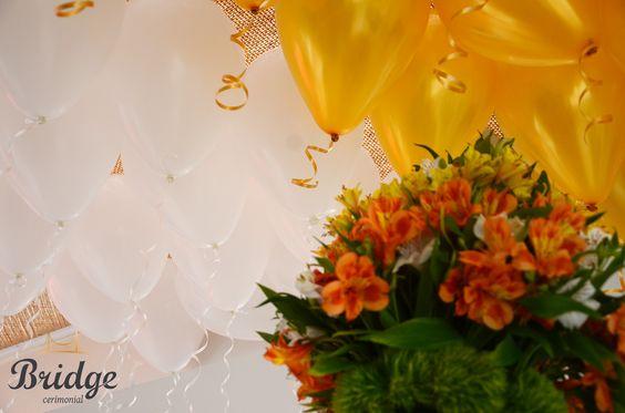 Para os 80 anos da vovó: dourado, branco e muitos balões