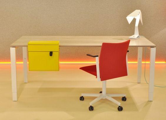 Quattor - bureau met vierpoots onderstel, hoogte verstelbaar