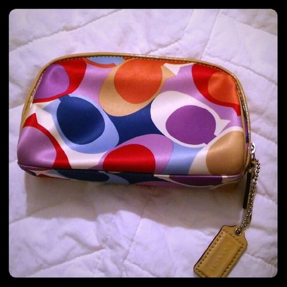 Coach Scarf Sateen Makeup Bag An adorable makeup bag from Coach! It was used once or twice for travel at most. Great size for throwing in the diaper bag or travel bag! Minimal sign of wear! Coach Bags Cosmetic Bags & Cases