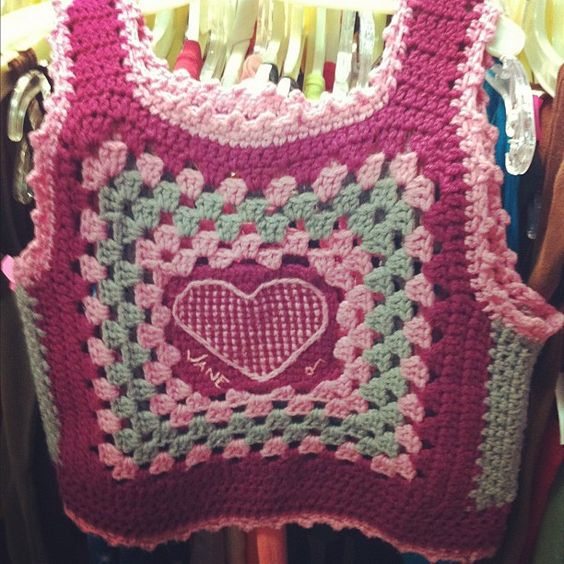 Crochet Granny Square Heart Vest by All Things Bright, via Flickr. There isn't a pattern - I pinned for total Inspiration. Ї\_(Д)_/Ї