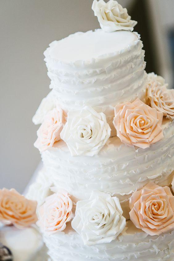 Elegant Wadsworth Mansion Wedding | Kris Rae Photography | Wedding Cake Erica O'Brien #MartinaLianaBride
