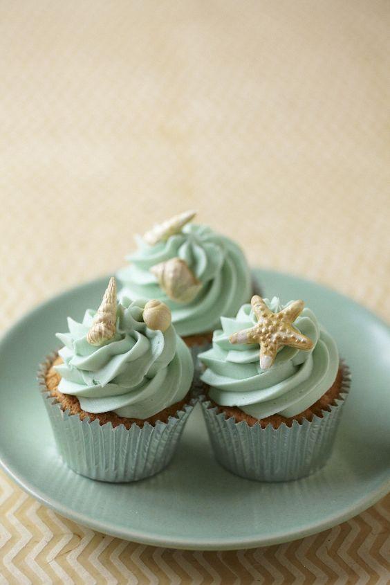 Love this colour, especially if I get a beach wedding :)