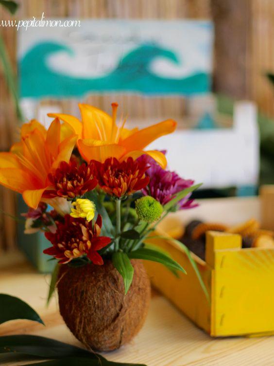 Fiesta surfera flores en un coco surf party decor