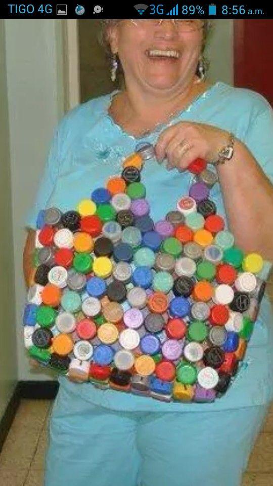 Bolso con tapas de refresco manualidades com tapas de refrescos pinterest tapas - Manualidades con chapas de refrescos ...