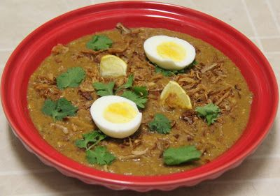 Homemade Hyderabadi Haleem-A porridge with lentils and chicken