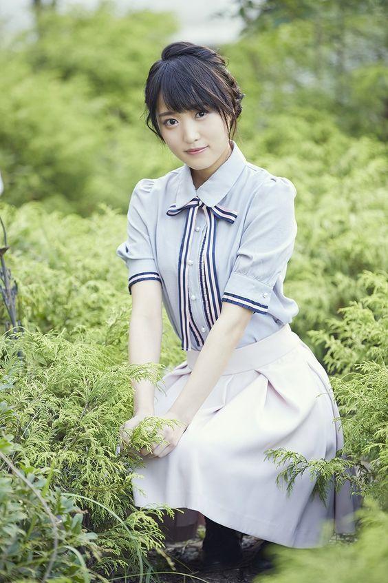 緑に囲まれた菅井友香