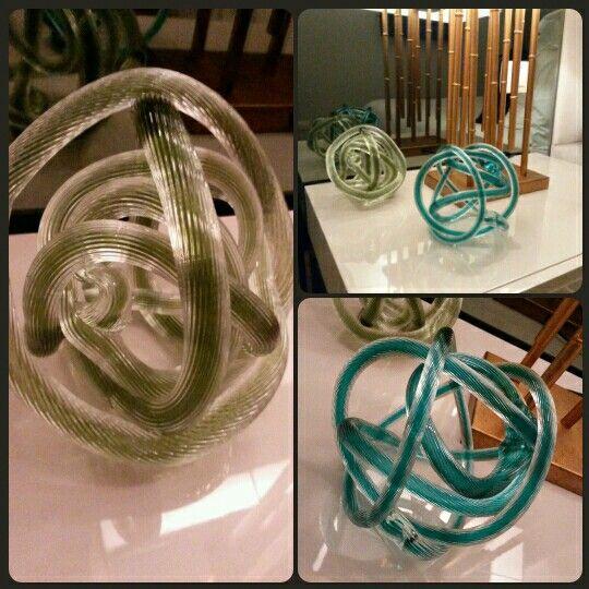 Nudo de cristal de diferentes colores en venta en nuestro estudio. www.disak.es