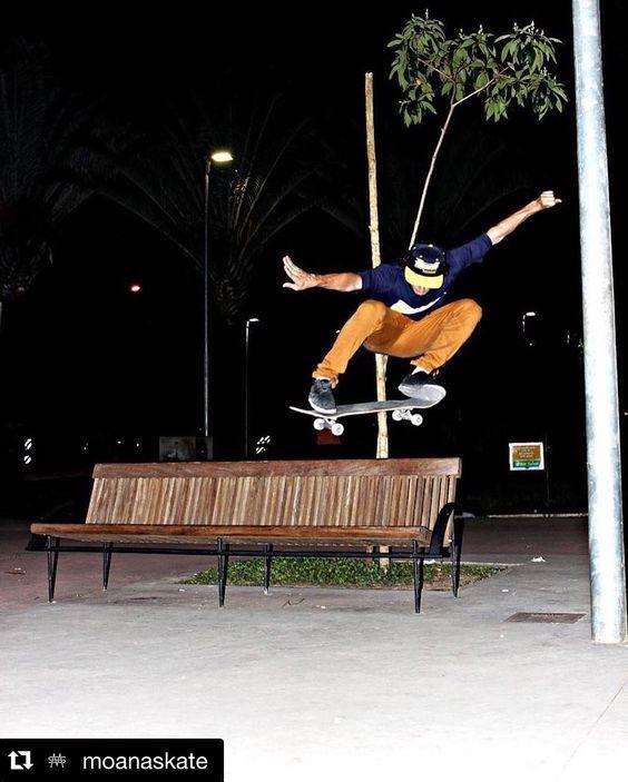 Instagram #skateboarding photo by @lucasseleguini - #Repost @moanaskate with @repostapp.  Ollie no skill do @lucasseleguini de passagem na nova praça da assembléia !  : @sktpanda  #skatepatria  #moana  #moanaskate  #moanawheels  #skateboarding  #skateboard #OnlySkateShop @onlyskateshop. Support your local skate shop: SkateboardCity.co