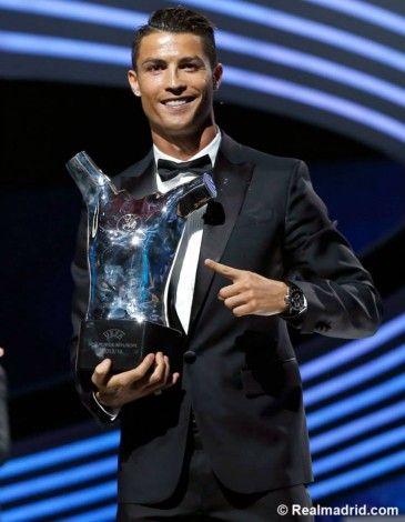 Cristiano Ronaldo é eleito o Melhor jogador da Europa http://angorussia.com/?p=22065
