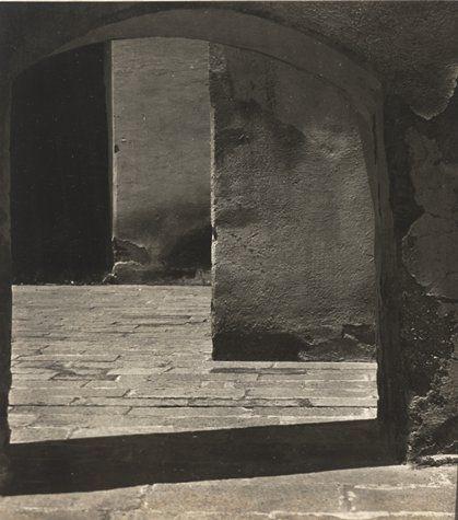 yama-bato:    Tina Modotti, Untitled [Convent of Tepotzotlán], 1924; Photograph; gelatin silver print, 313/16 in. x 215/16 in. (9.68cm x 7.46cm); Collection SFMOMA  Source: http://www.sfmoma.org/artwork/106228##ixzz1JQk2sMpj San Francisco Museum of Modern Art