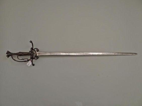 <p> Astknaufschwert, deutsch um 1530 - Objekt Nr. 1029, Jürgen H. Fricker Historische Waffen </p>