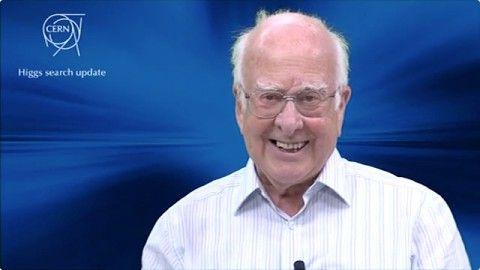 Das Higgs-Boson gilt als das fehlende Teilchen im gegenwärtigen Standardmodell und soll erklären, woher die Elementarteilchen ihre Masse bekommen. Seine Existenz wurde in den 60er Jahren des vergangenen Jahrhunderts unter anderem vom schottischen Physiker Peter Higgs vorhergesagt. Das Teilchen experimentell nachzuweisen, war einer der Gründe für den Bau des LHC.