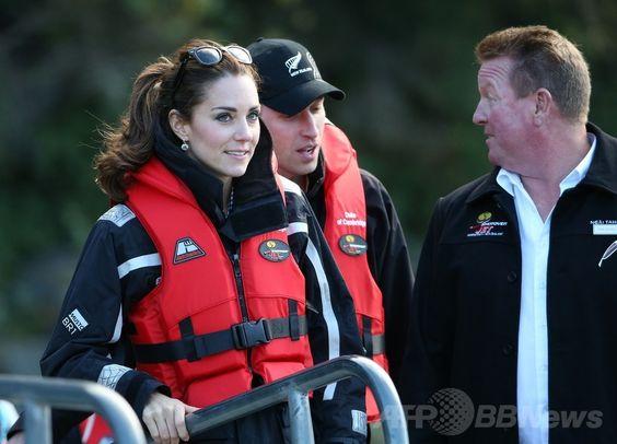 NZ滞在中の英王子夫妻、高速ボートで川下り 国際ニュース:AFPBB News