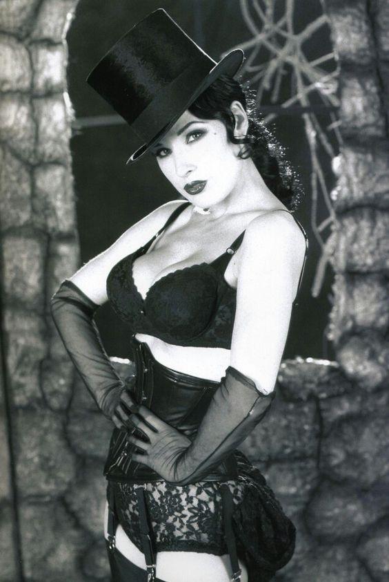 Dita von teese wearing a gothic style Underbust #Corset.