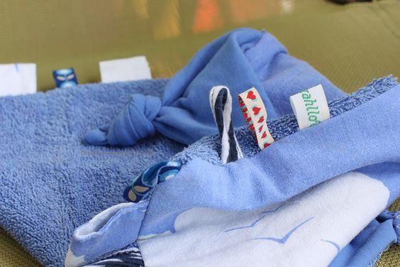Schnuffeltuch aus Vintage-Stoffen als Geschenk zur Geburt - Schmusetuch - Bettwäsche - Handtuch - Upcycling {tdrahllov.wordpress.com}