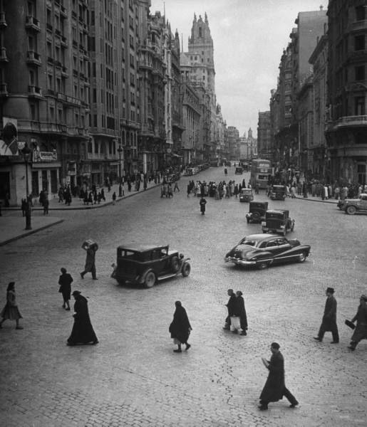 La Gran Via en 1949, Madrid cruzando la Gran Via