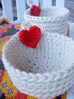 basket,,crochet and white,,,with heart/ruhsar/