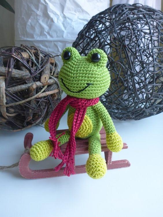 Der kleine grüne Frosch möchte bitte gleich von Dir gehäkelt werden, damit der Spielspaß losgehen kann. Schnapp Dir die Anleitung + dann leg einfach los.