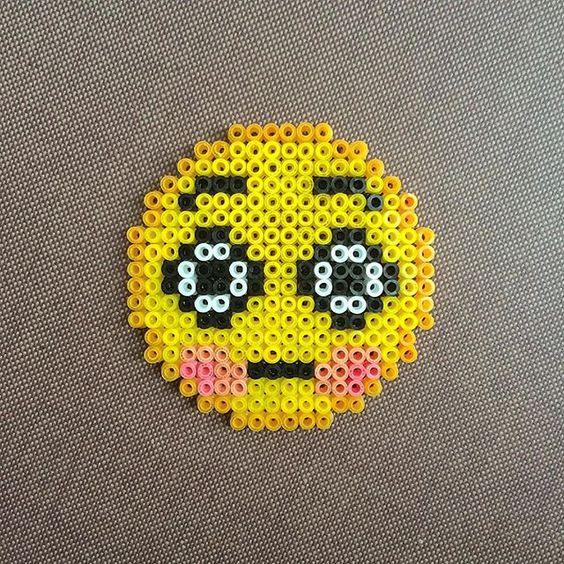 Emoticon emoji hama beads by meirhama perler beads - Smiley perle a repasser ...