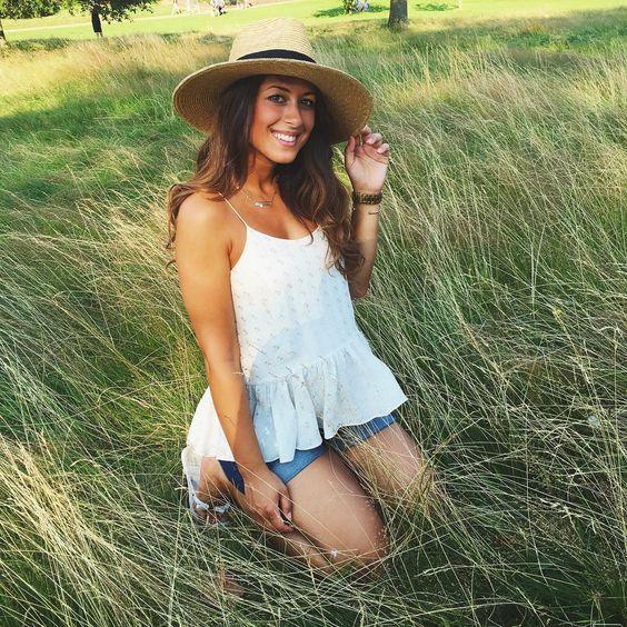 Mimi Ikonn Preggo Style Mimi Ikonn Pregnant Summer Shorts Straw Hat Golden Hour:
