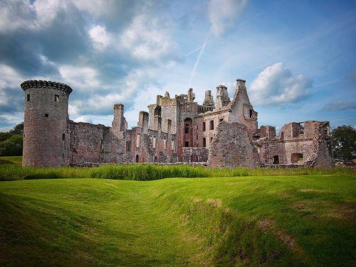 Caerlaverock Castle - Back - http://www.1pic4u.com/blog/2014/05/18/caerlaverock-castle-back/