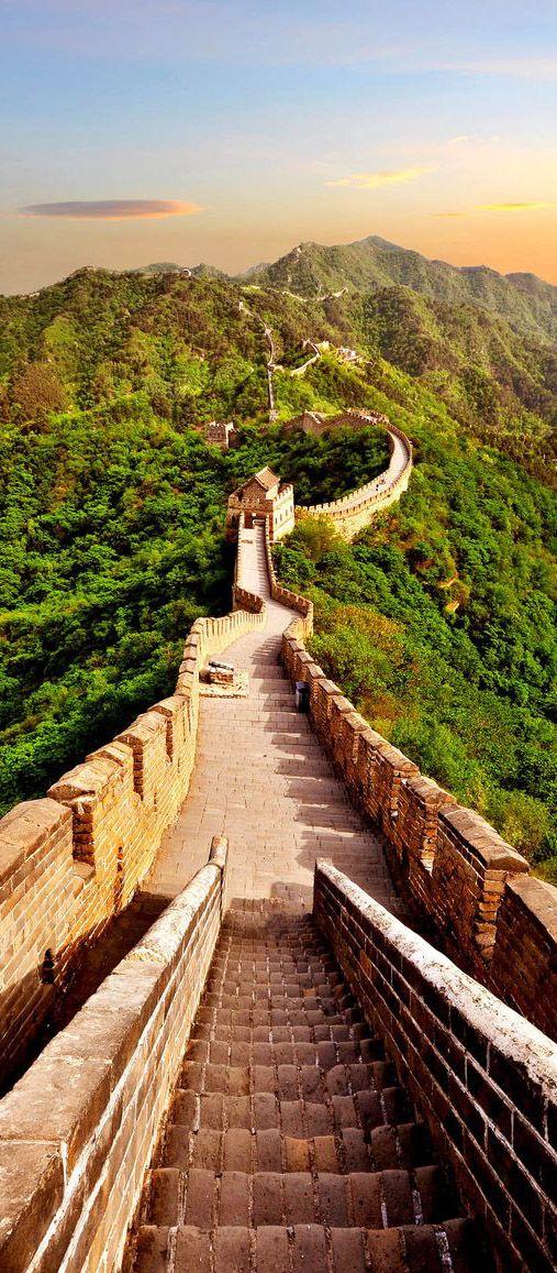Detalhe de escada na grande muralha da china ao redor de for A grande muralha da china