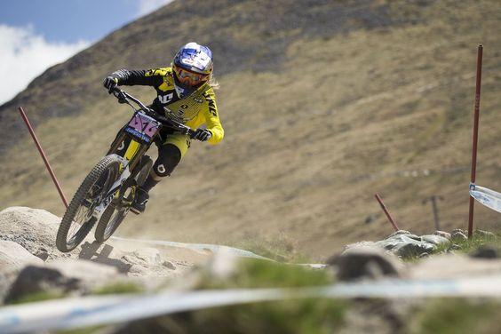 Rachel Atherton - VTT Descente   Red Bull Bike