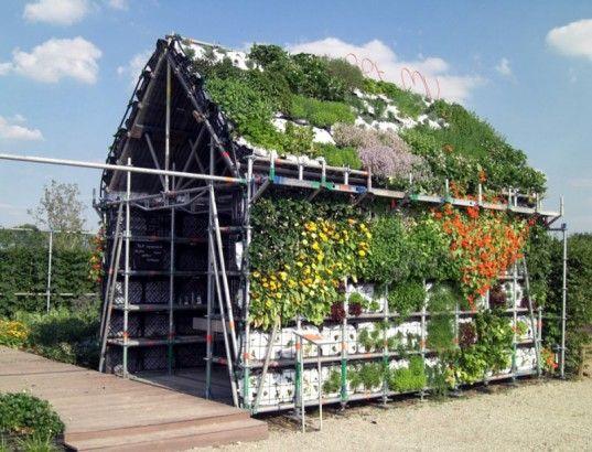 Casa comestible  Esta construcción ha sido diseñada por Marijke Bruinsma (del estudio de arquitectura Stuurlui Stedenbouw), y Marjan van Capelle y Arjen de Groot (del estudio Atelier GRAS!).