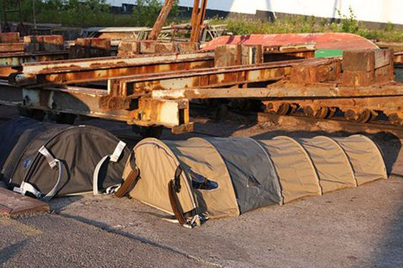 The Urban Rough Sleepers is a single-person tent that can be compressed into a backpack and was designed by Danish Ragnhild Lübbert Terpling.