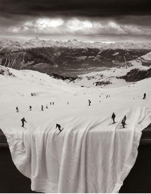Table cloth snow.